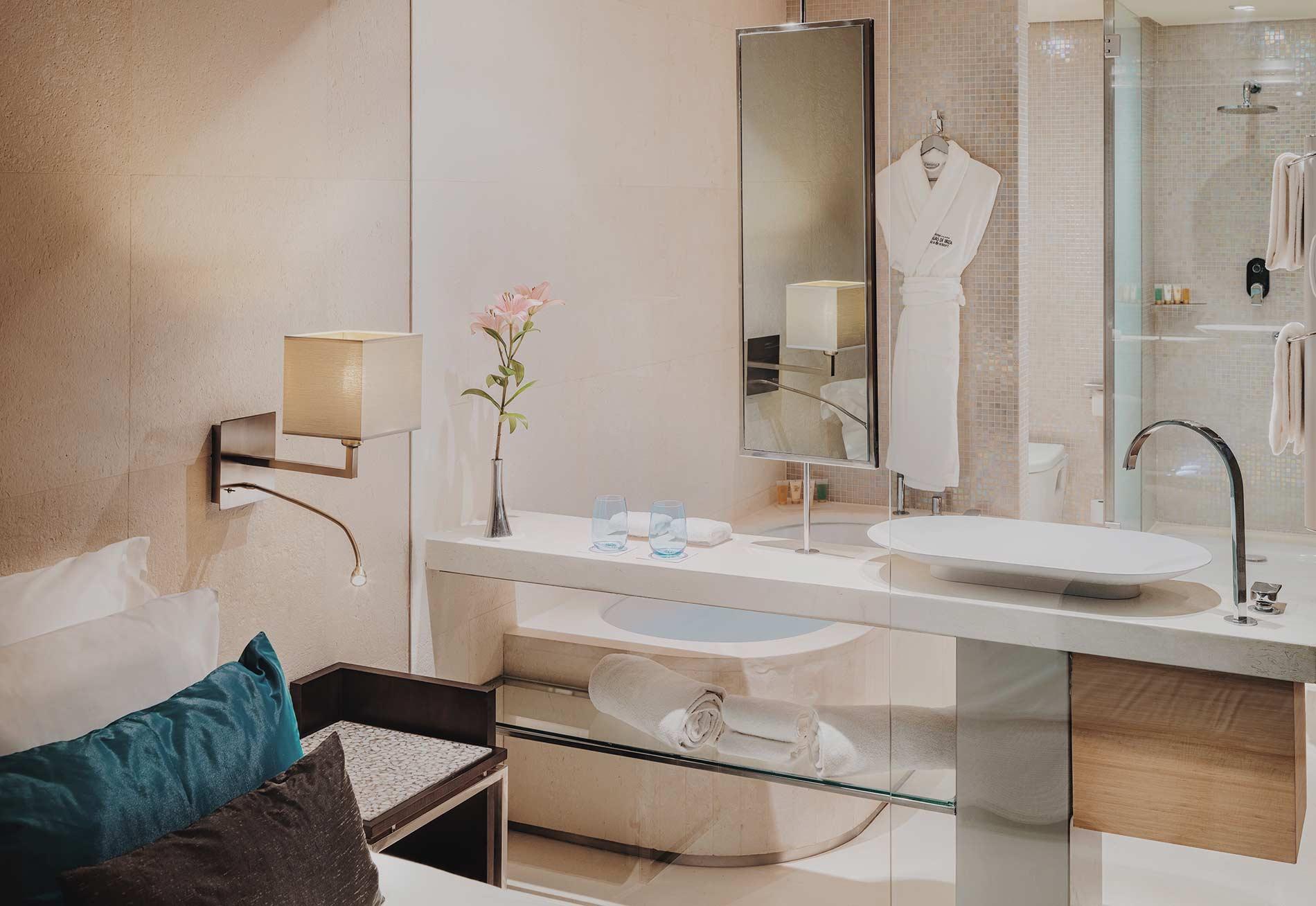 aguasdeibiza-habitacion-junior-suite-pool-view-001-w2