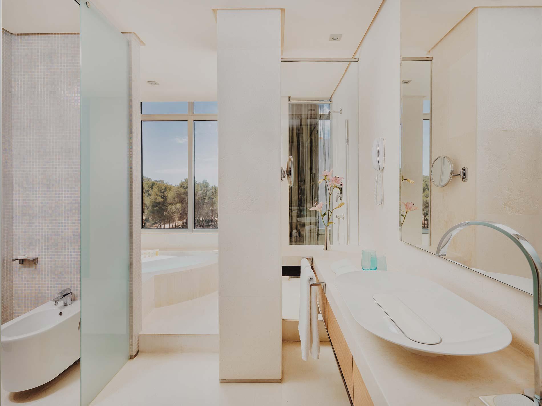aguasdeibiza-habitacion-corner-suite-002-w1